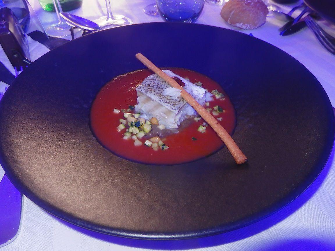 Pavé de cabillaud confit à l'huile d'olive verte du Quercy, purée d'aubergine et tartare de courgette aux pignons de pin