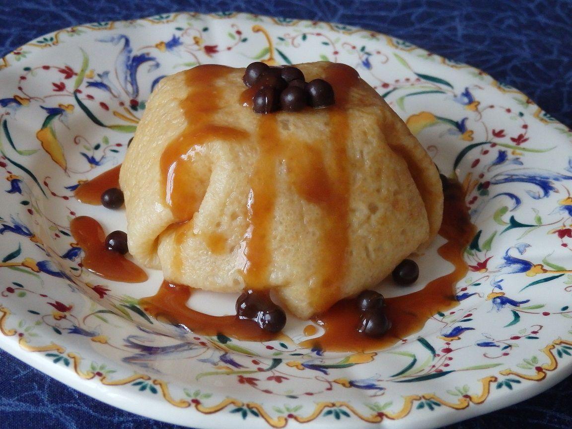Dôme de crêpe à la compotée de pommes, sauce caramel au beurre salé