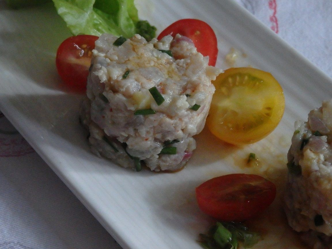 Tartare de thon au citron vert, sauce soja