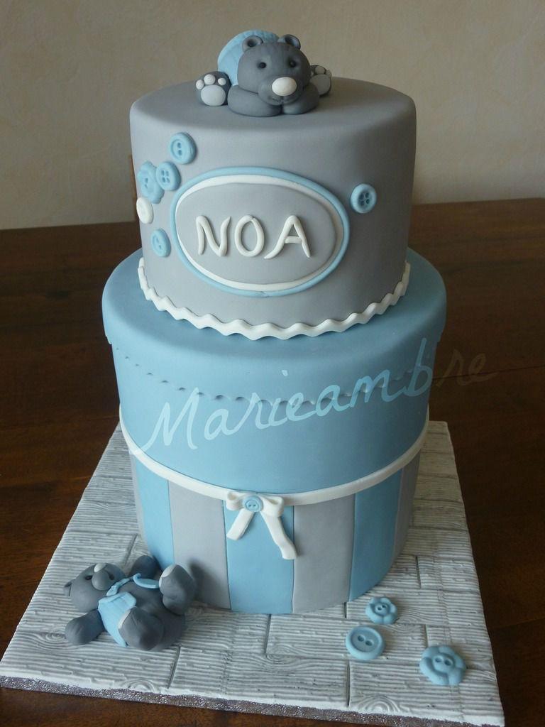Un gâteau aux couleurs douces pour bébé Noa. J'ai superposé 2 gâteaux de 20 cm et un de 15 cm.