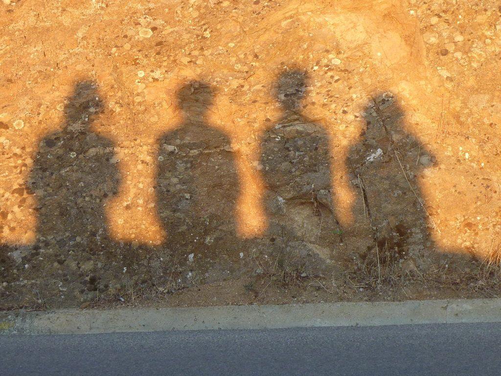Nos ombres sur un mur à Pigna au coucher du soleil...mais qui est qui?
