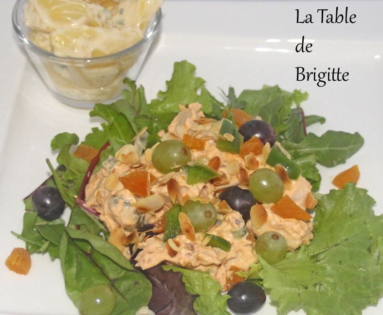 Salade de poulet et raisins au curry rouge