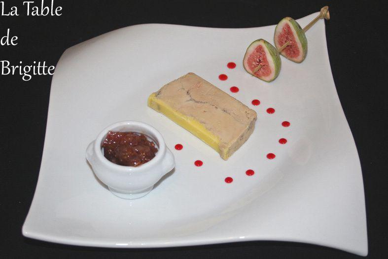 Foie gras maison, confit de figues aux noix