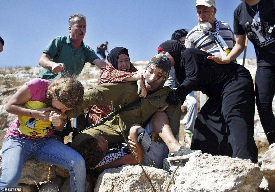 Le soldat israélien et l'enfant, ce que vous avez vu et ce qu'on ne vous a pas montré (article mis à jour)