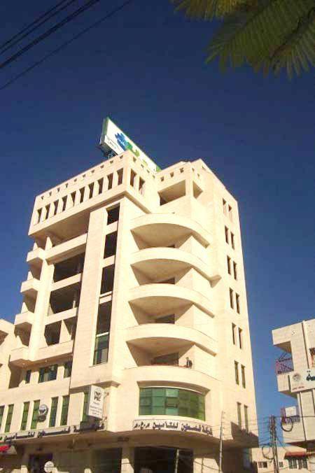 A coté de Sakha Square à Hebron, 88