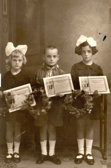 Yad Vashem : Iasi, Romania, Prewar, Jewish children murdered in a pogrom in the city in June, 1941