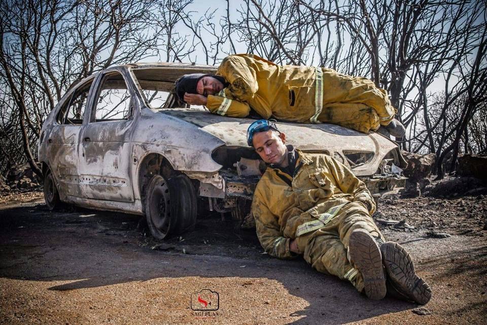 Une photo qui n'a pas besoin de commentaires : merci à tous les pompiers ont travaillé et continuent sans ménager leurs forces pour éteindre tous ces incendies