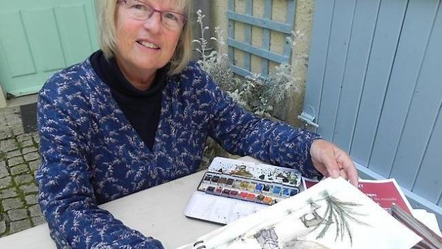 La présidente de Vouvant village de peintres, l'artiste Penny Peckmann, montre l'exemple et exposera les carnets de son voyage au Maroc.