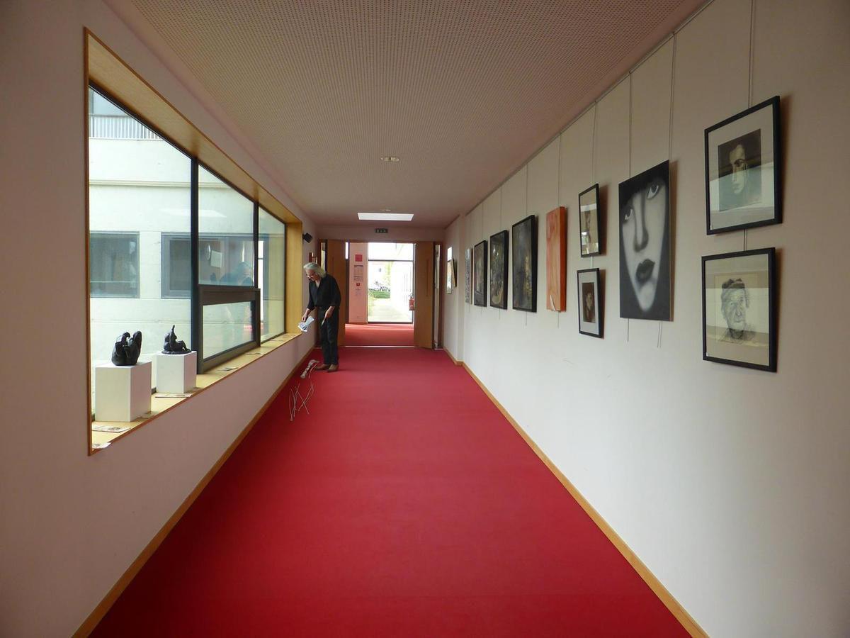 Vouvant village de peintre au siège du Crédit Mutuel Océan.
