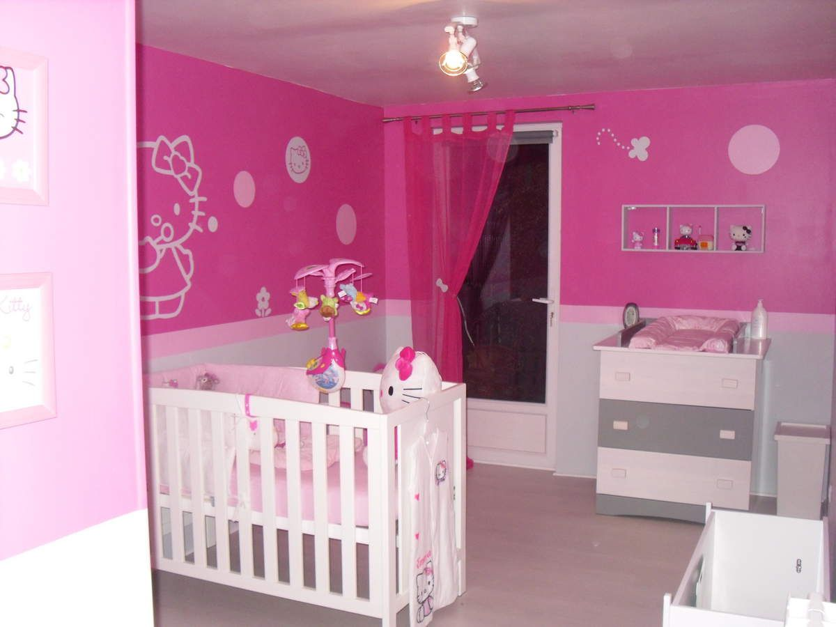 Chambre bebe kity pr l vement d for Decoration chambre bebe fille photo