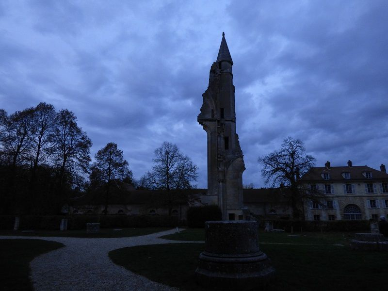 Ruines de l'église abbatiale de Royaumont
