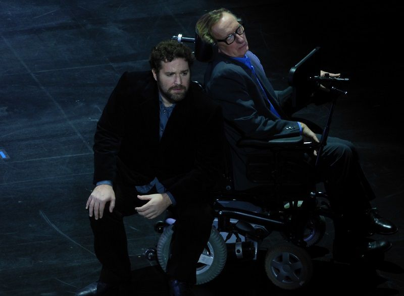 Bryan Hymel (Faust) et Dominique Mercy (Hawking)