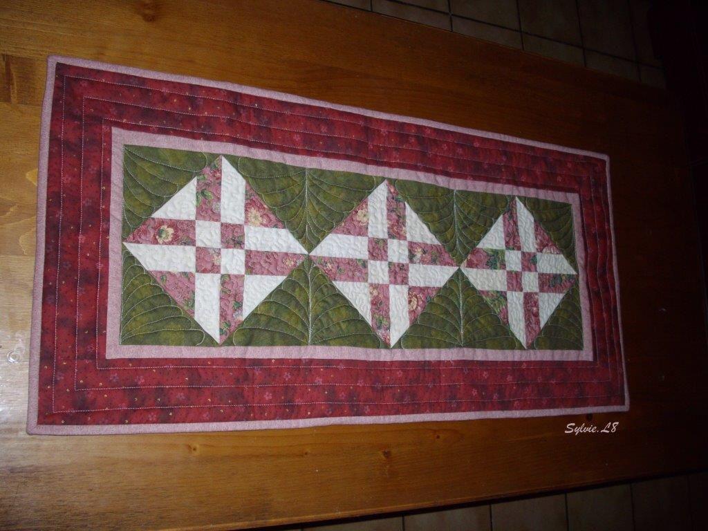 Patchwork chez sylvie l8 - Chemin de table en patchwork ...
