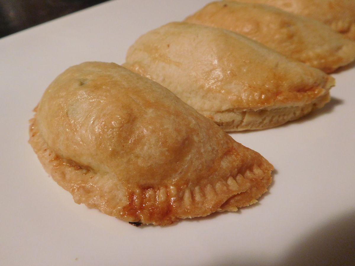 Empanadillas aux blettes : des petits chaussons avec du jambon, des noisettes et des blettes.