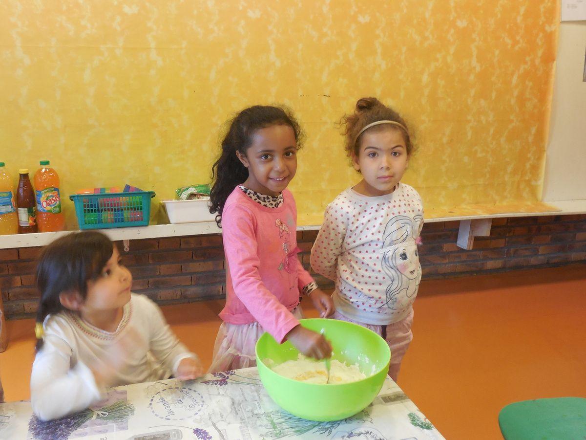 Jeudi 18 juin, nous avons fêté l'anniversaire des enfants qui sont nés en juin et en juillet : Inès B, Inès M, Mayssa, Nasri, Saleh, Ella, Romain et Yonah.