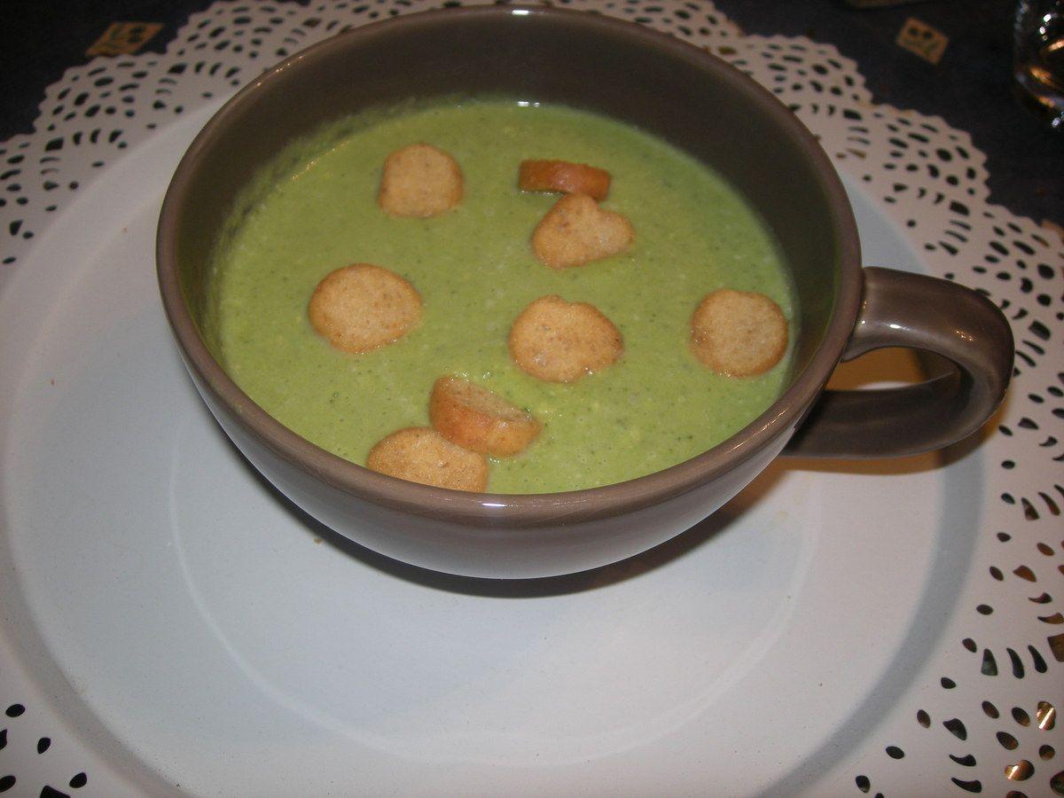 Velouté de brocolis au gorgonzola .