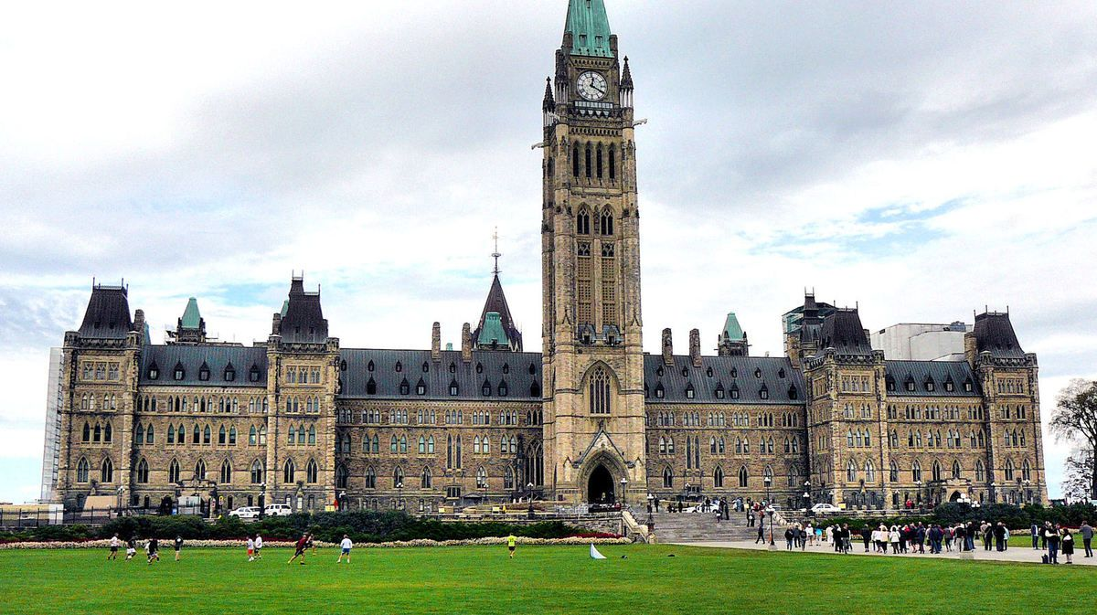 La colline du Parlement - La tour de la Paix Le Chateau Laurier