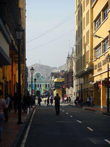 les différentes places, les balcons, la cathédrale, le palais présidentiel , le couvent santo Domingo