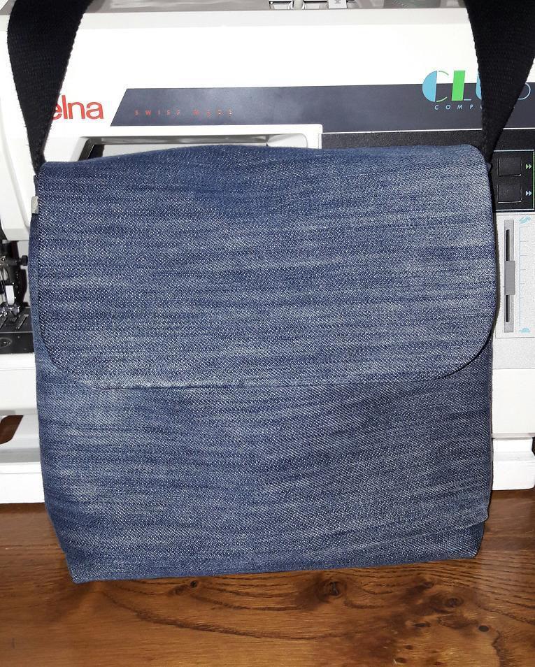 Recyclage : Besace en jean à moins de 3€