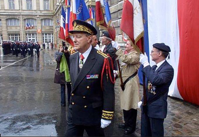 Philippe Massoni en 2001 lors de son départ de la préfecture de police de Paris