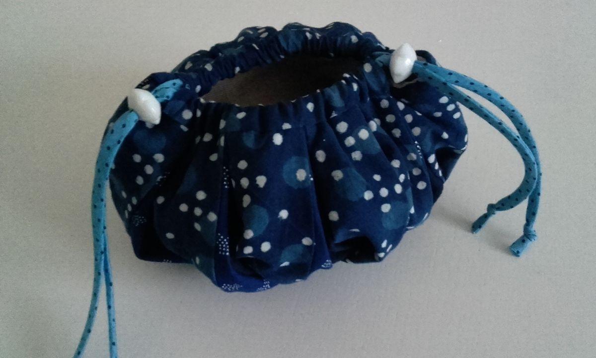 Pochette &quot&#x3B;boule&quot&#x3B; bleue finie