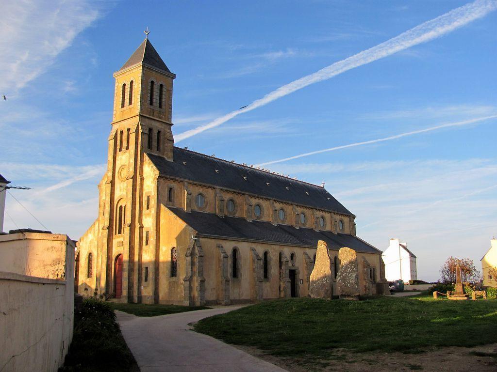 Eglise St Guénolé et les Causeurs - île de Sein