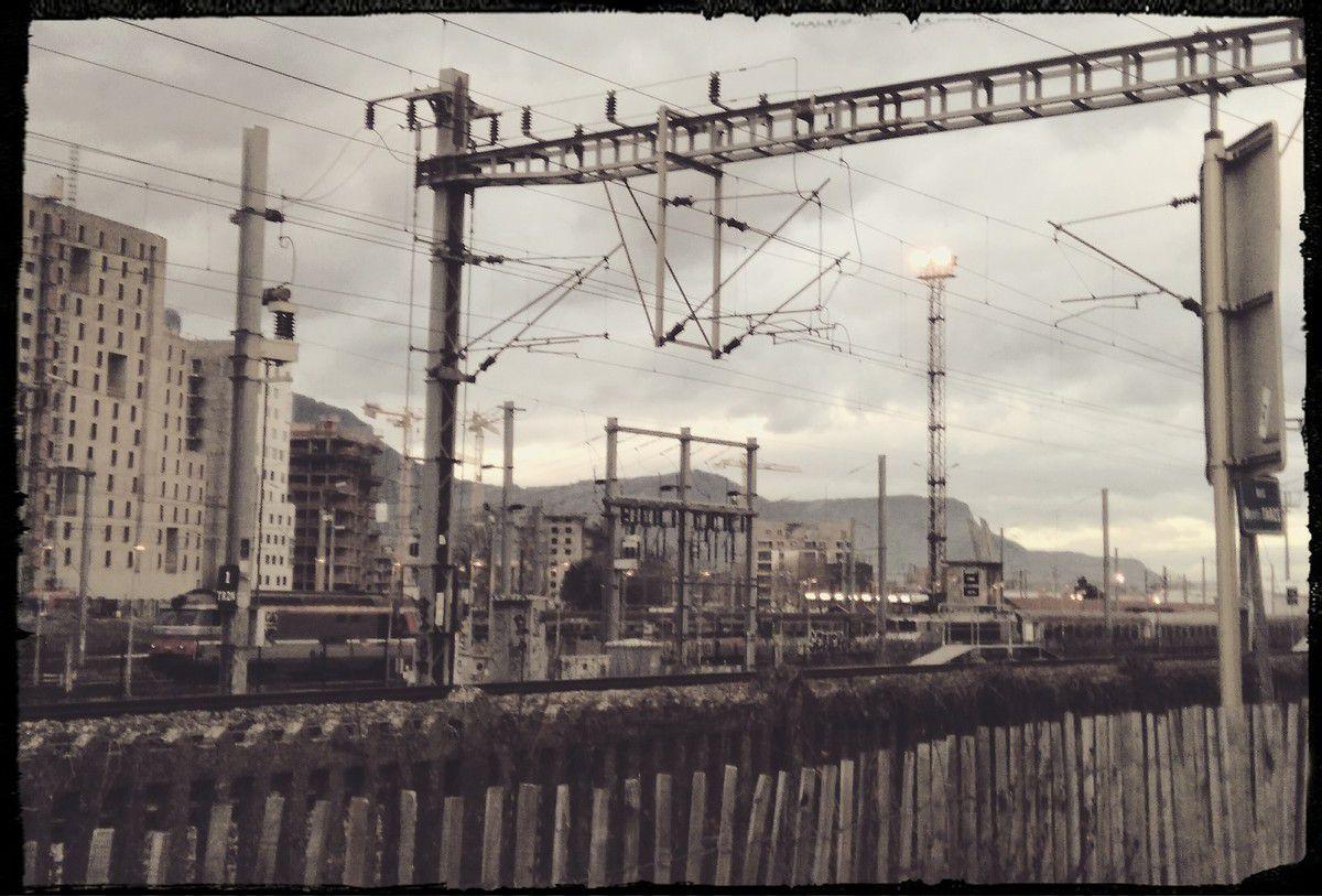 Projet GIANT &#x3B; ça bétonne dur (de l'autre coté de la voie de chemin de fer)