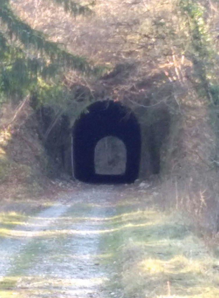 Tunnel des Envers - toujours existant sur la piste -Longueur : 117 mètres