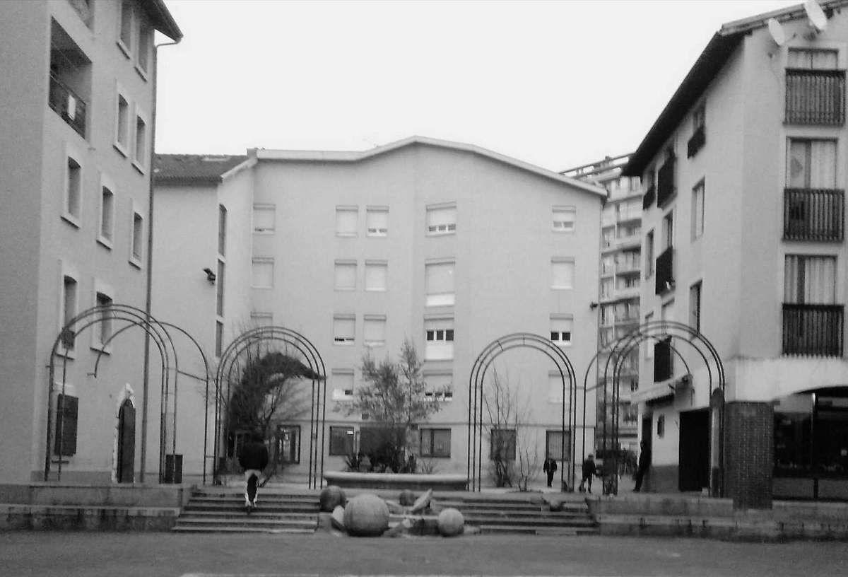 2015 : Théatre Saint-Marie d'en Bas et la place d'en face  (au centre de la rue)