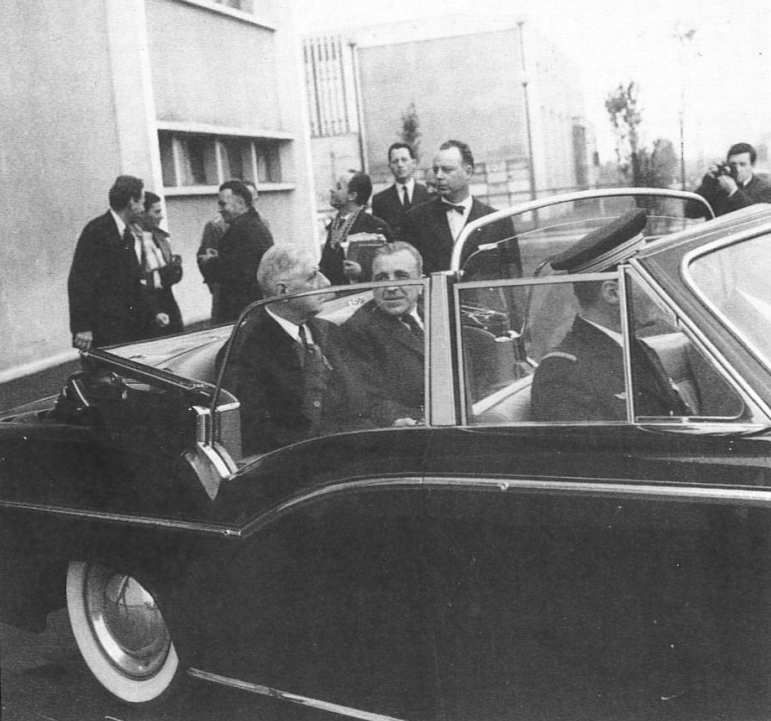 Visite du site par le Général De Gaulle en 1960 ici en compagnie de Louis Néel