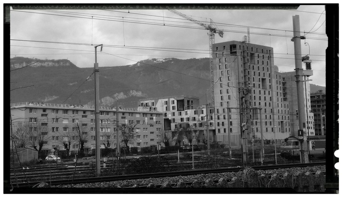 2016 : des immeubles du nouveau quartier en cours de construction. Pour caser 10000 personnes sur une surface limitée, il va falloir tailler haut