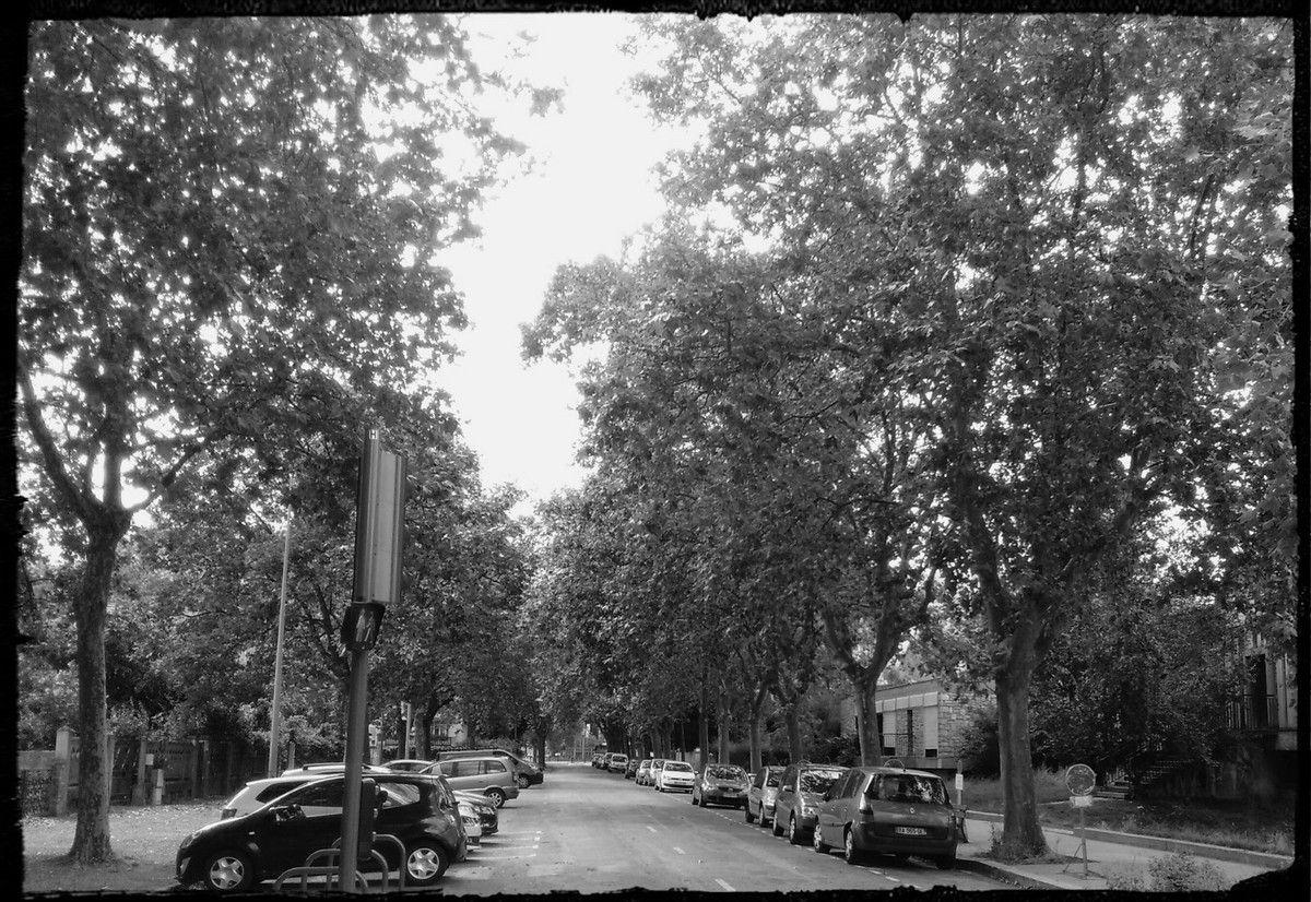 La rue d'à coté, direction le lycée Louise Michel ( qui jouxte le lycée Vaucanson)