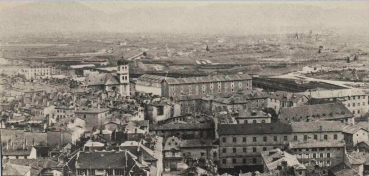 Grenoble vers 1860 - le clocher de l'église St-Louis apparat comme repère il y a eu beaucoup de changement autour