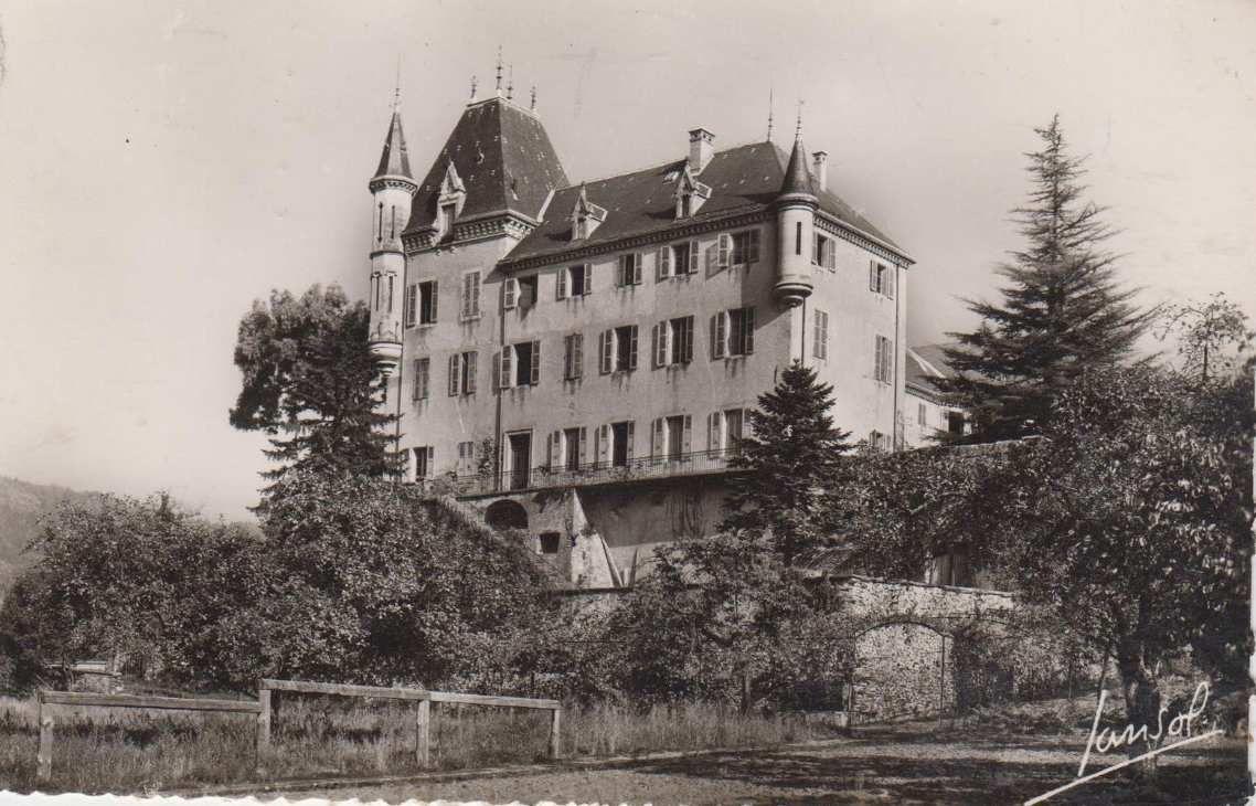 La Rochette&#x3B; Le chateau ( reconstruit au XVIIIème siècle mais le chateau d'origine datait du XIème siècle)