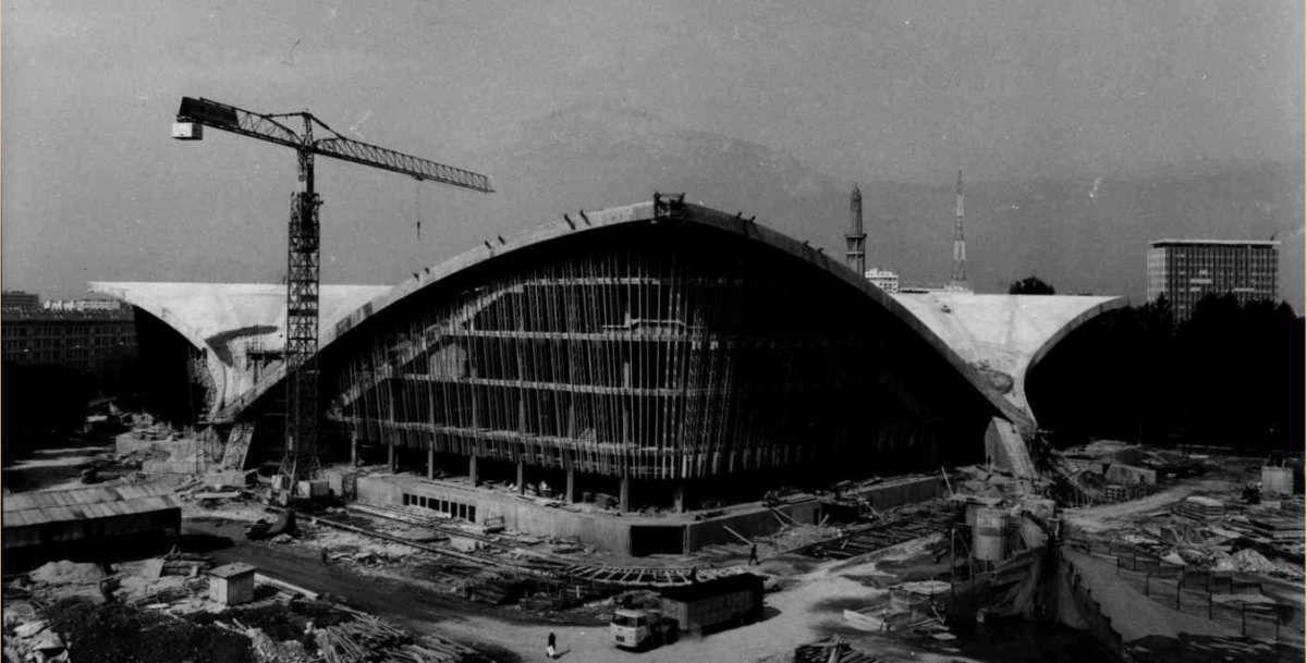 Construction du palais des sports en 1966  pour les Jeux Olympiques de 1968