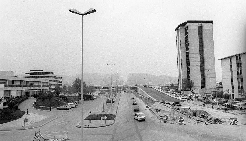 L'autopont qui traverse le centre commercial ( Dauphiné libéré -1974)