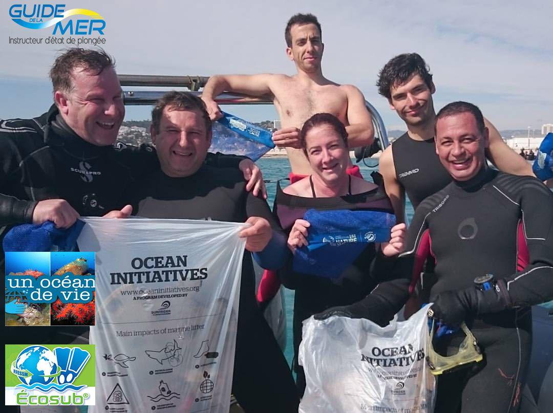 L'équipe de bénévoles du bateau Biakwa mis à disposition par Aquadomia pour le nettoyage des fonds  à Marseille
