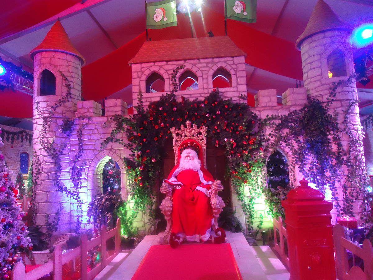 Nous avons visité le château du Père Noël à LIEGE ( devant la gare des Guillemins )