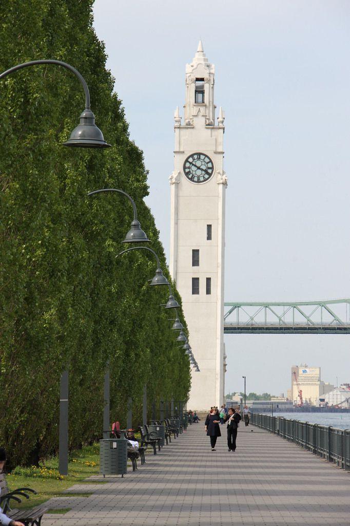 La tour de l'horloge au vieux port.