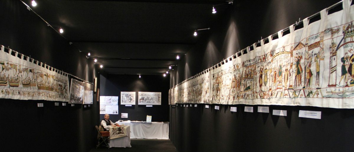 La Tapisserie de Bayeux srelon Claude Bienacel. Source : L'Aiguille en fête.