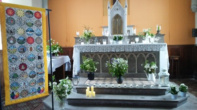 Une bannière brodée pour le prieuré de Lay-Dampvauthier à Saint-Point Lac # 4 : l'inauguration !