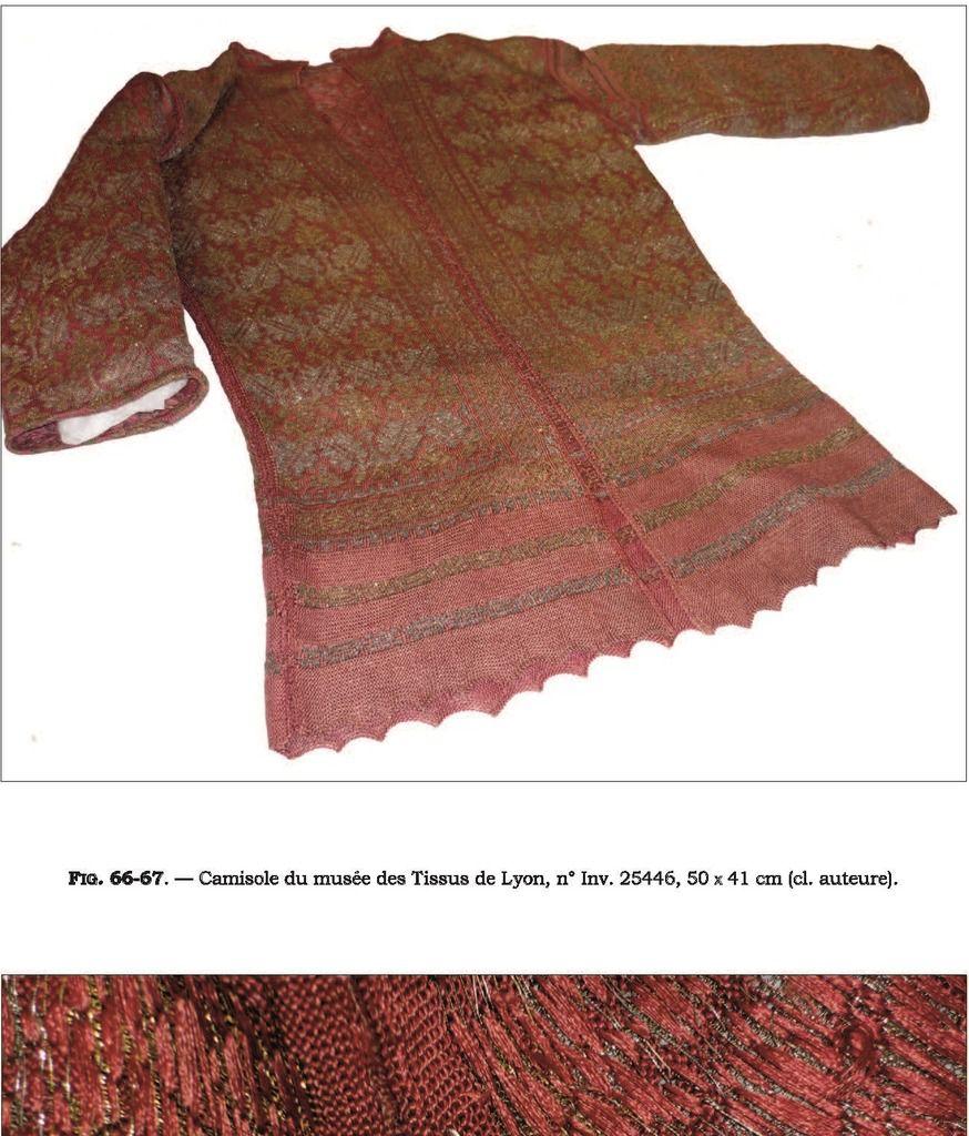 Détails d'une camisole conservée au Musée des Tissus à Lyon.