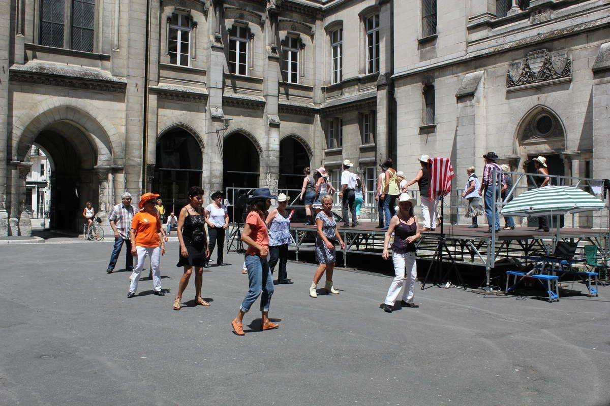 Cours Hôtel de Ville Angoulême 21 juin 2015 - Mon premier bal Country....