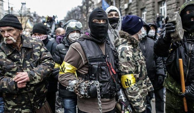 """facistes ukrainiens avec le logo de la division SS """"Das Reich"""""""