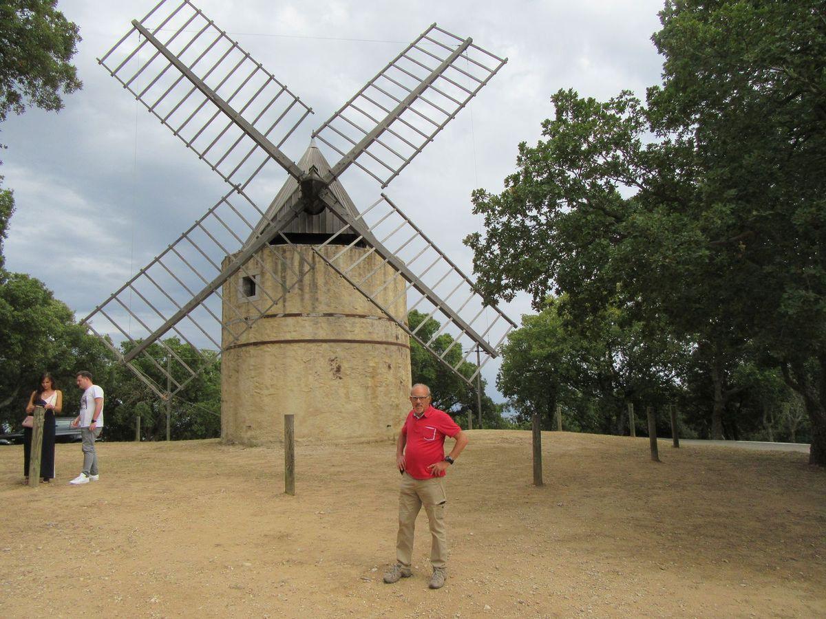Ramatuelle avec vue du golfe de St Tropez depuis le moulin de Paillas.