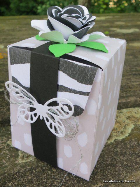 Une boite avec l'insta pochette