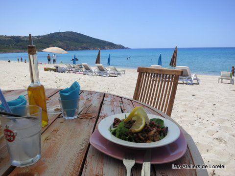 Déjeuner à la paillotte de la plage