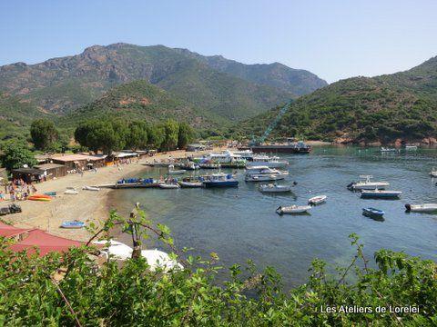 Arrêt au petit port de Girolata, qui n'est accéssible par la mer