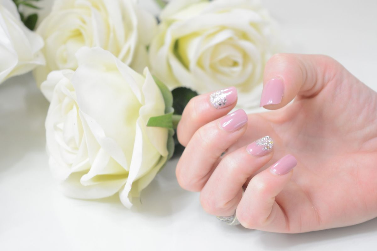 Pose de faux ongles en kit