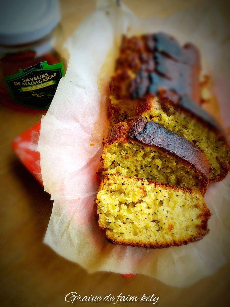 Cake au miel d'eucalyptus, citron, graines de pavot